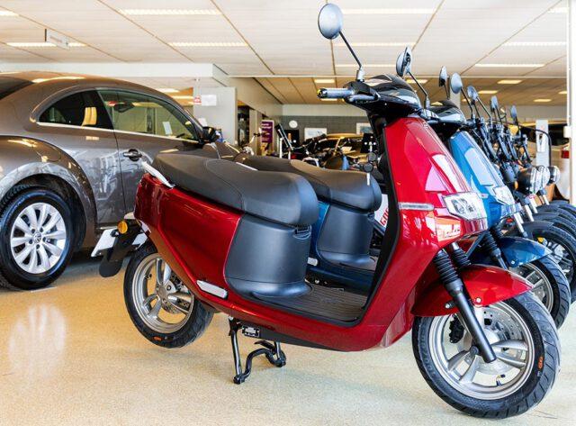 Braat Auto's - Showroom E-scooters